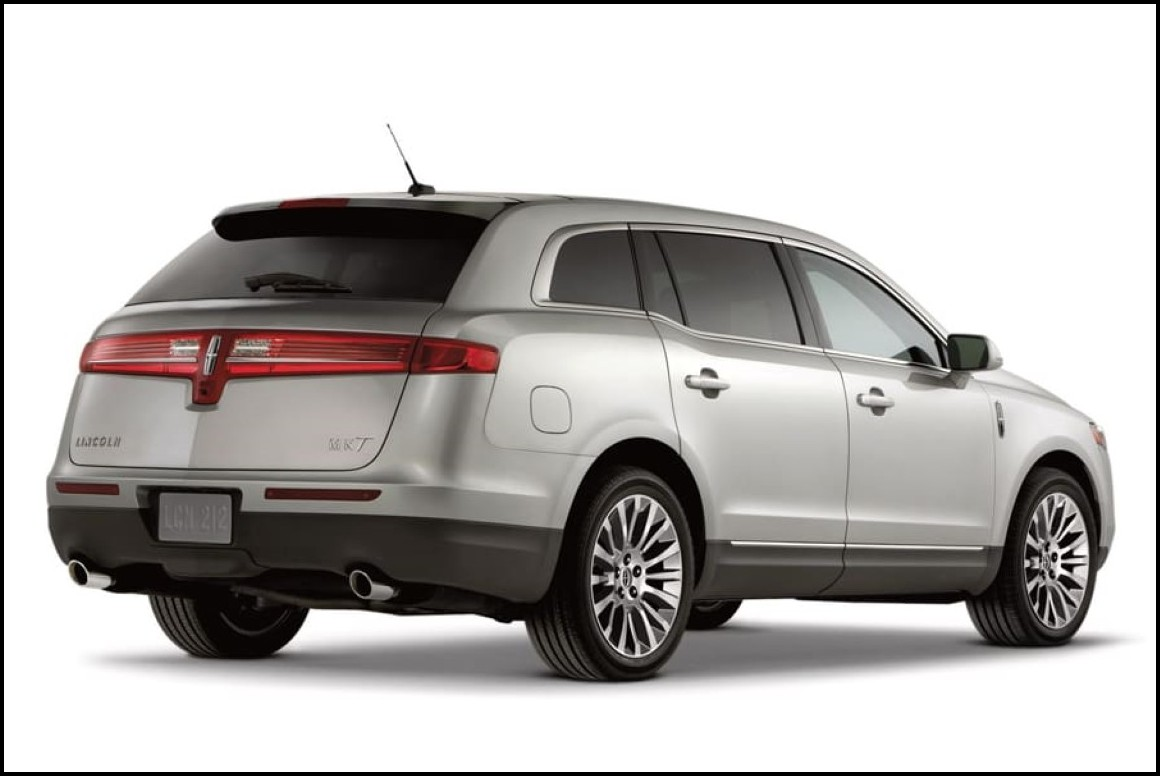 2018 Lincoln MKT Rear Angle DImensions Car