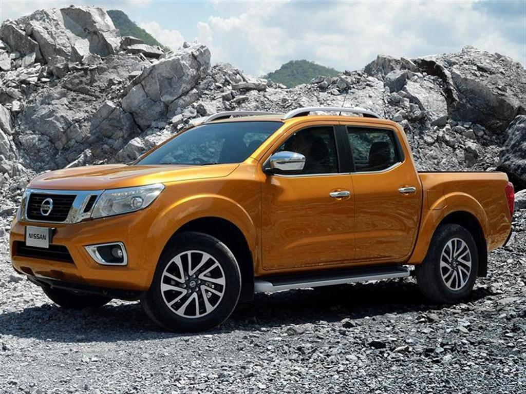 2019 Nissan Frontier Yellow Color Trims