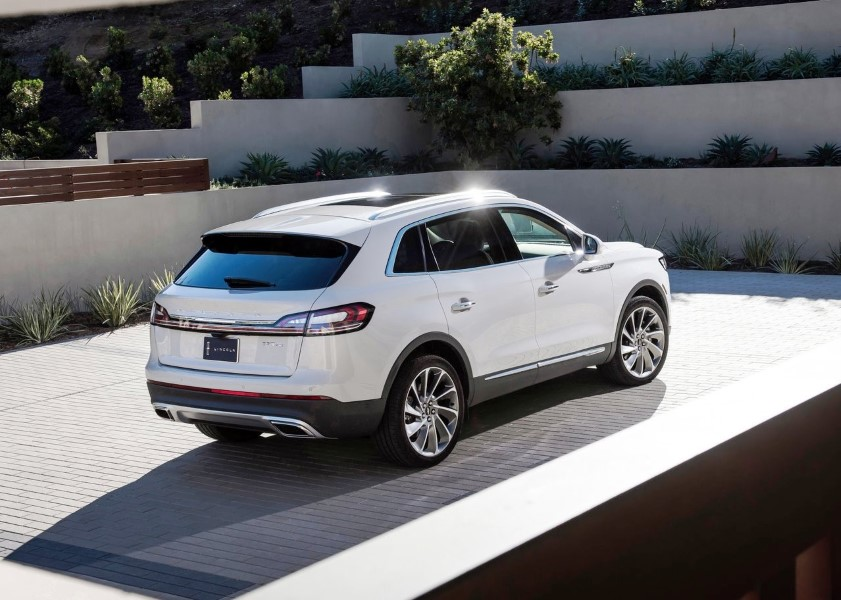 2019 Lincoln MKX VS Ford Edge
