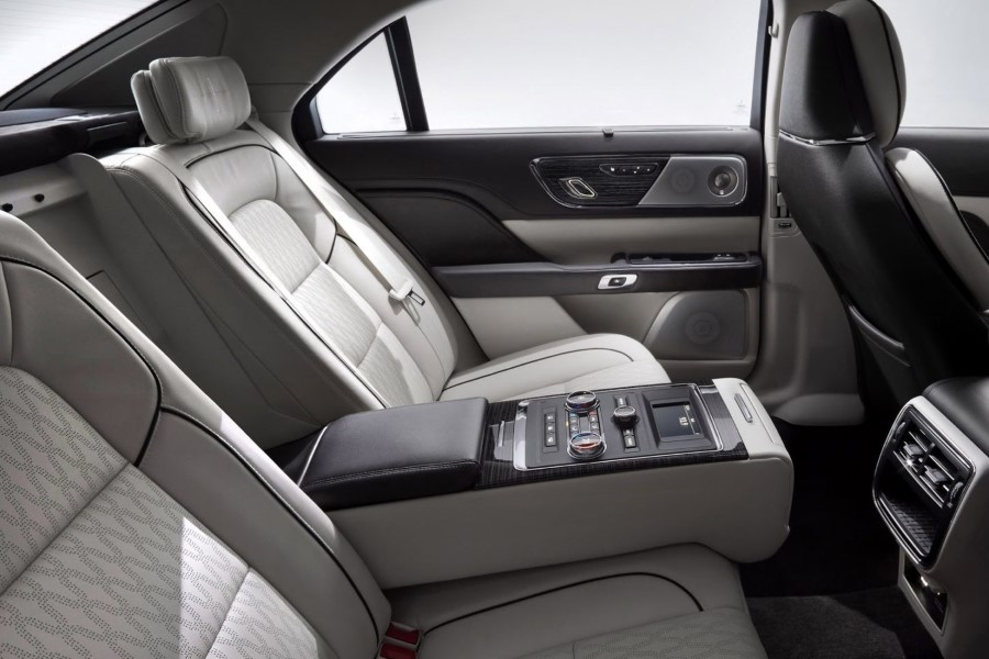 2019 Lincoln Town Car Interior Seating Capacity