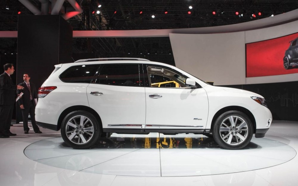 White 2019 Nissan Pathfinder Colors