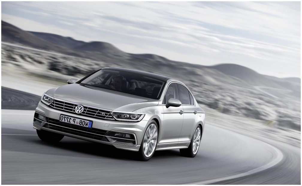 2020 Ford Mondeo vs New VW Passat; Features