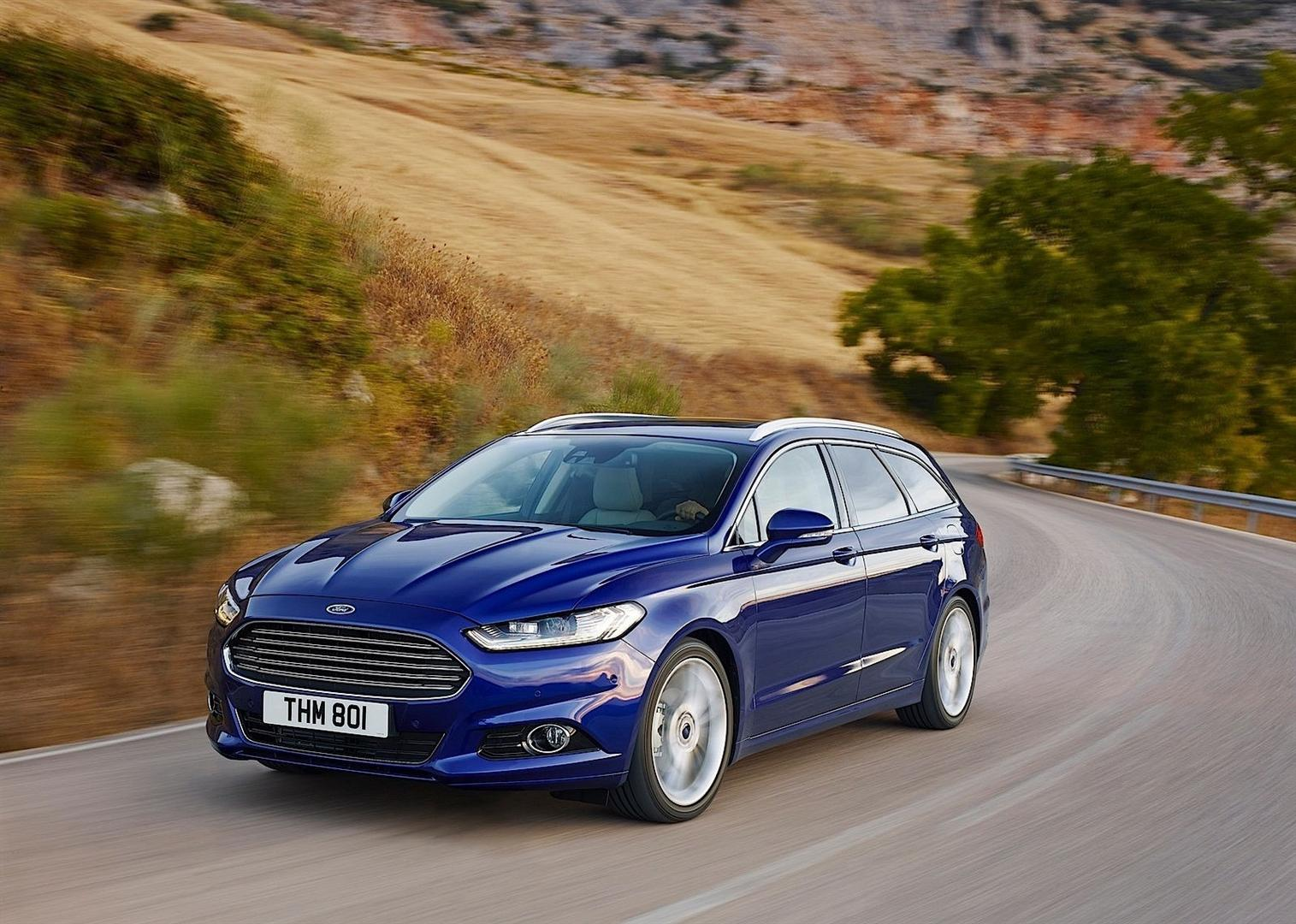 2020 Ford Mondeo vs New VW Passat; Hybrid Performance