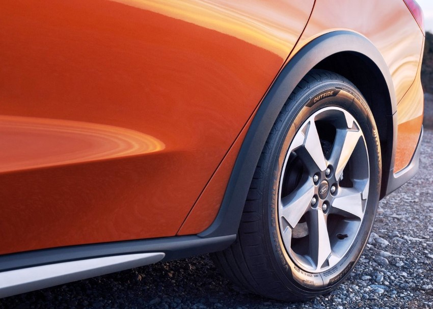2020 Ford Focus Active Wheel Size